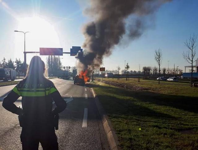 هولندا .. غرامة مالية باهظة ينتظرها سائقون بسبب تصويرهم فيديو لسيارة مشتعلة