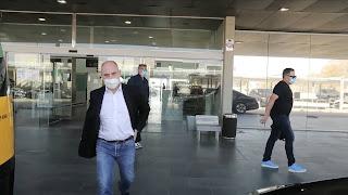 وصول والد هالاند ووكيله إلى نادى برشلونة.. فيديو وصور
