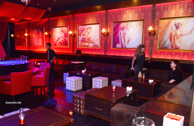 Comfy, luxurious sofas and seats to enjoy and drink the night away with friends
