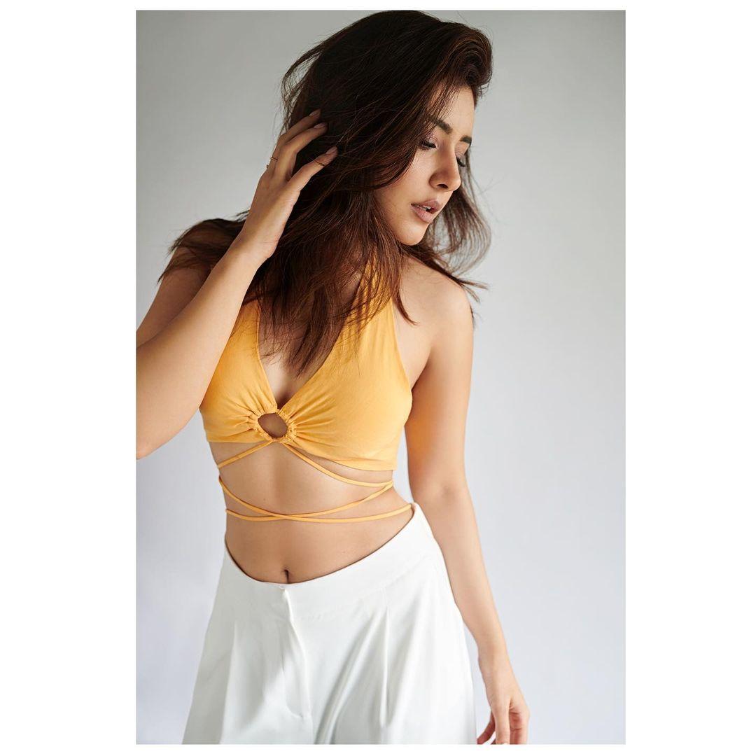 Actress Raashi Khanna Latest Hot Photoshoot Stills - actressbuzz.com
