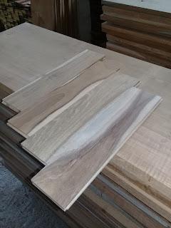 Mengukur harga maksimal lantai kayu Ambon