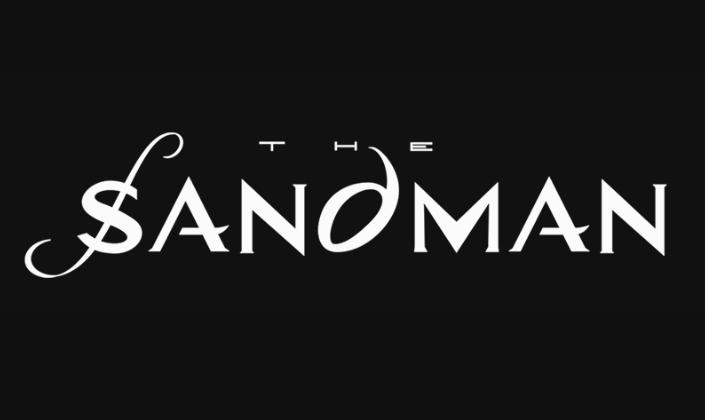 Imagem de capa: fundo preto com a logo em branco da série The Sandman, na qual as letras são uma fonte branca com cada traço sendo uma ponta, o S de Sandman cruzado por uma curva e o D é uma letra curva, como se fosse uma gota.