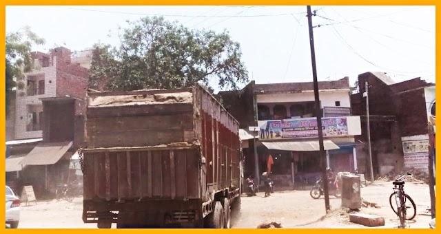 रमसोलेपुर मोरंग खाद्यान में खनन माफियाओं के हौसले बुलंद, मोरंग से भरे ओवरलोड़ वाहनों का नही थम रहा सिलसिला प्रसाशन ने भी साधी रखी चुप्पी