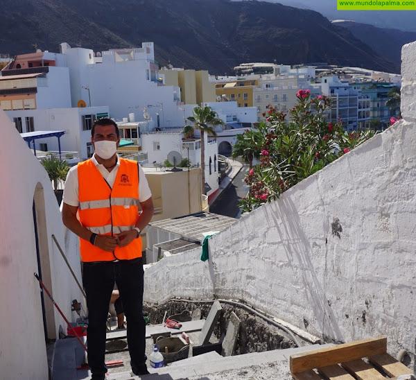 Los Llanos remodela las escaleras de Playa Chica en Puerto Naos