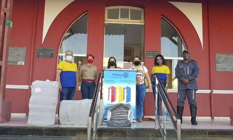 Polícia Militar entrega cobertores às famílias carentes em Jequié