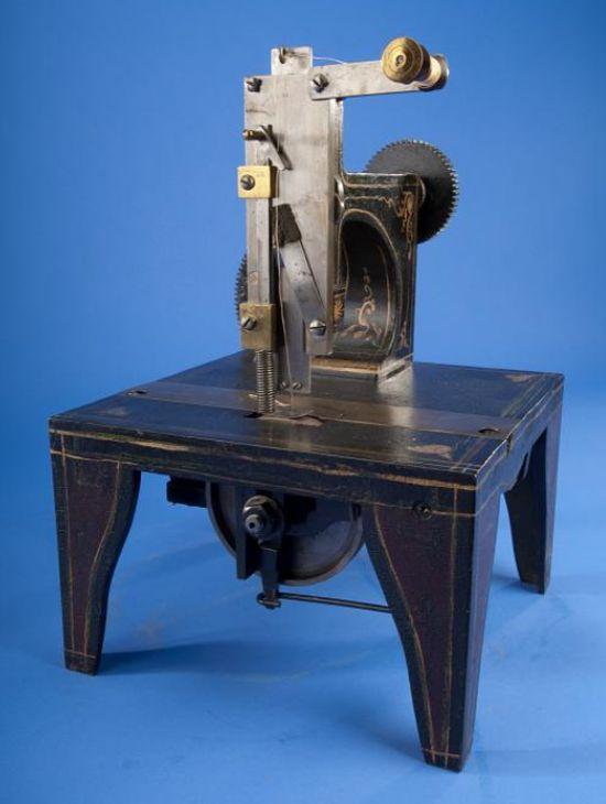 Singer sewing machine patent model 1851 - photo framing 3