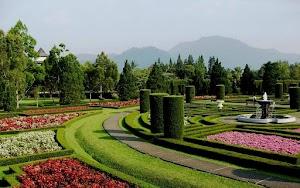 Puisi yang Berasal Dari Nama Tempat Wisata Taman Bunga Nusantara
