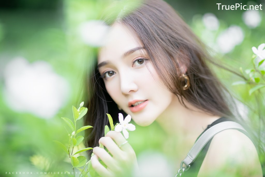 Image-Thailand-Model-Rossarin-Klinhom-Beautiful-Girl-Lost-In-The-Flower-Garden-TruePic.net- Picture-4