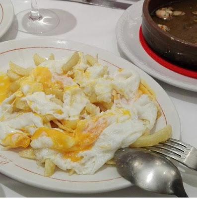 Huevos rotos casa Lucio