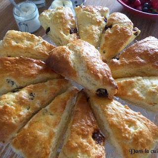 https://danslacuisinedhilary.blogspot.com/2015/06/scones-aux-cranberrys-pour-le-brunch.html