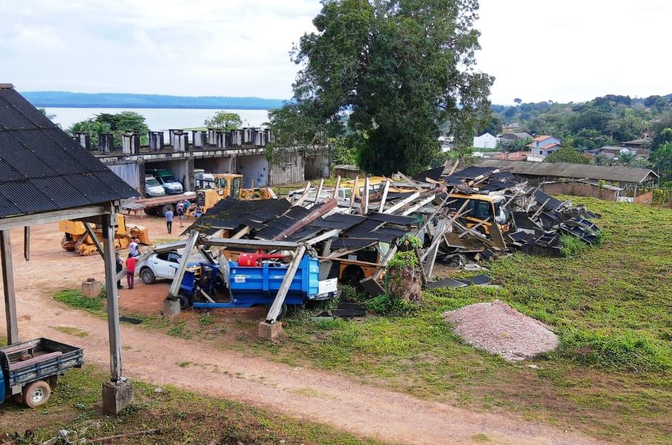 Desabamento de serraria patrimônio histórico em Fordlândia atingiu 9 veículos