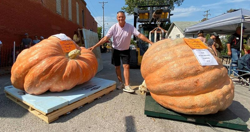 Pria Missouri Memecahkan Rekor negaranya Dengan Labu besar 1.600 Pounds