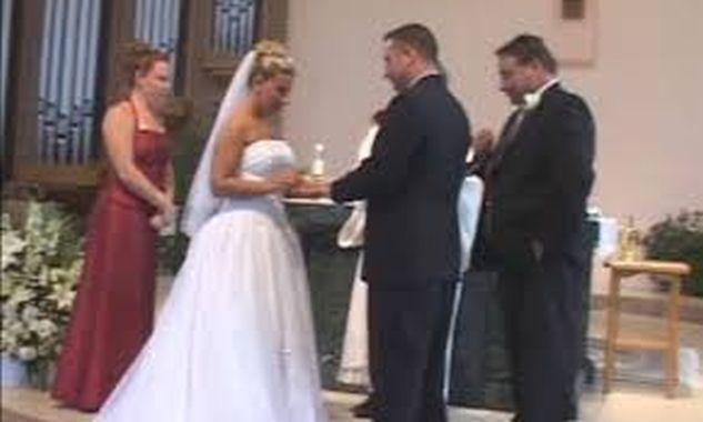Τρελό γέλιο! Το απίστευτο απρόοπτο με τον κουμπάρο. «Τίναξε» τον γάμο στον… αέρα!(ΒΙΝΤΕΟ)
