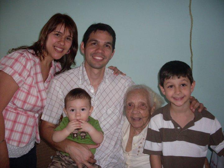 Blog de Roberto Arias: ¿Y no es que hoy eran 105 Abuela Rosa?