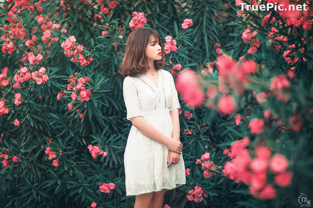Image Vietnamese Model - Young Pretty Girl in White Dress and Flower Fence - TruePic.net - Picture-3