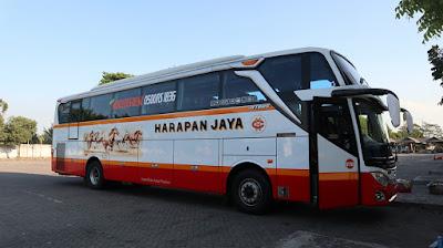 Foto Bus Harapan Jaya 576