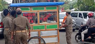Satpol PP Kota Cirebon Terus Tertibkan PKL Di Jalan Sudarsono