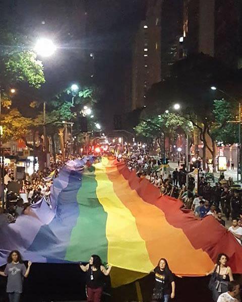 Ato contra a 'Cura Gay' reúne milhares nas ruas do Centro do Rio