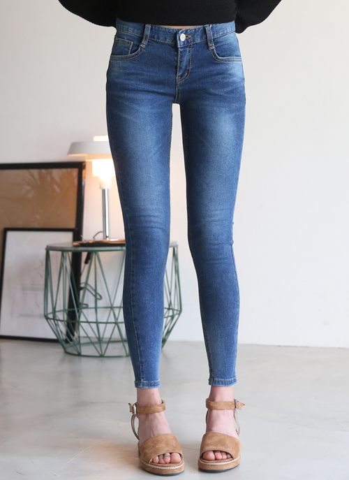 Low-Rise Wash Detail Jeans