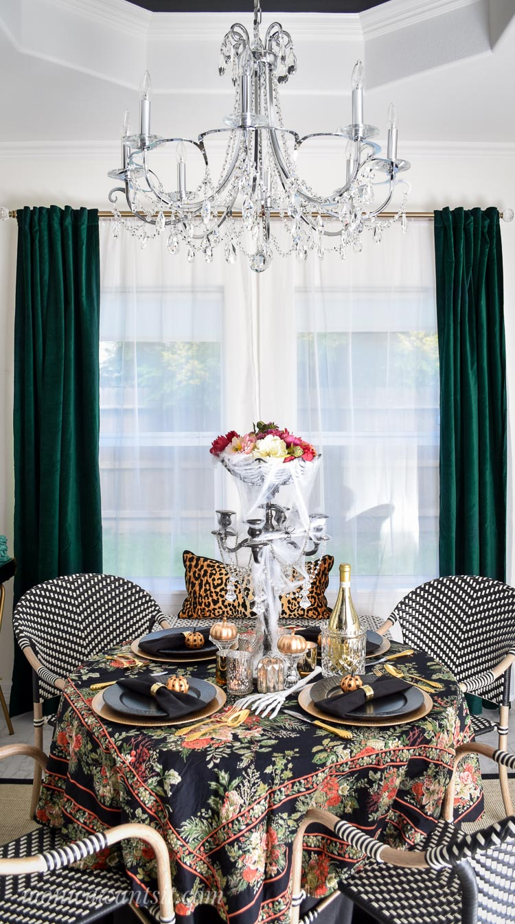 Halloween tablescape decor.
