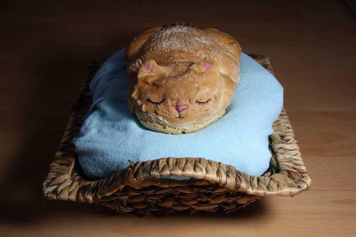 Panadera convierte panes en adorablemente soñolientos