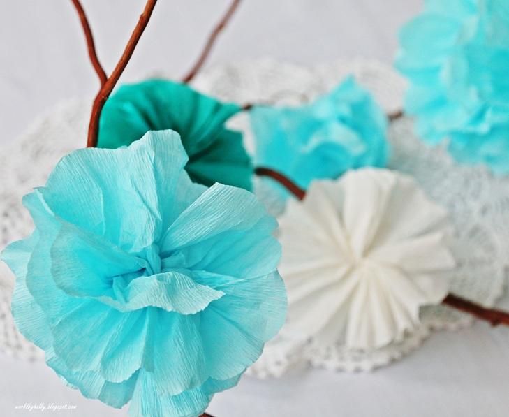 Pompony z bibuły. Kwiat z bibuły. rozetka papierowa.