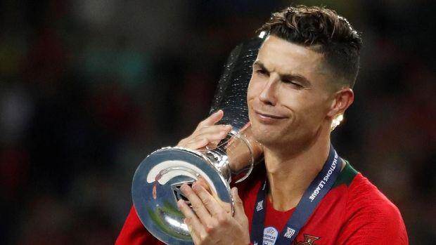 Christiano Ronaldo Pamer Foto Bareng Legenda Bola Basket Michael Jordan 2019
