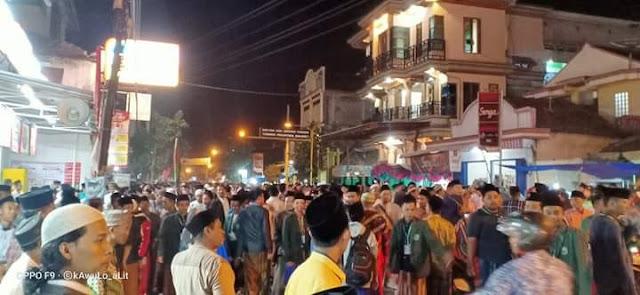 Hadirin 40 Hari Mbah Moen Membludak, Jalur Pantura Tuban ke Rembang Ditutup
