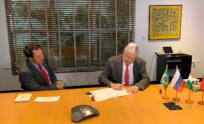 Pavel Grass e João Carlos Saad durante assinatura do acordo - Divulgação