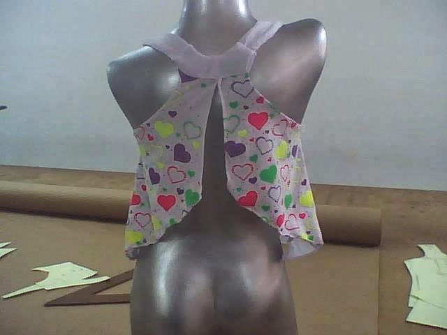 diseño escotado de blusas para niñas amplias