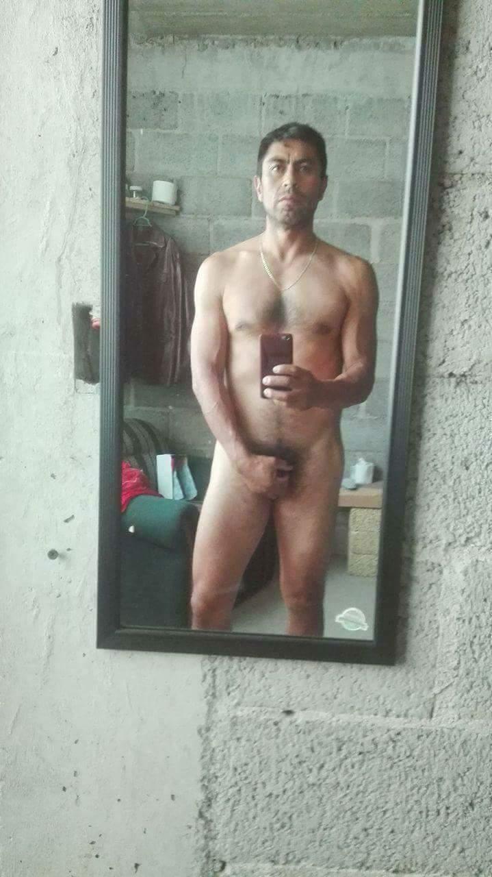 el instructor desnudo