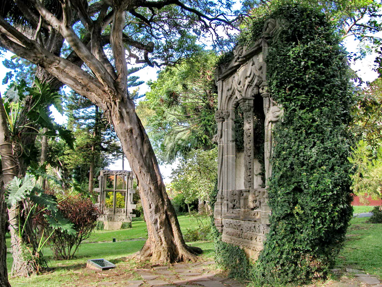 old windows in Quinta das Cruzes Museum