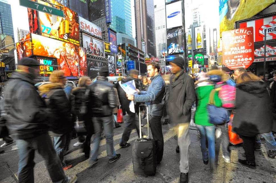 Tourist-Blocking-Pedestrian-Traffic
