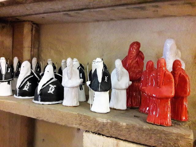 statue rappresentative della settimana santa a Taranto
