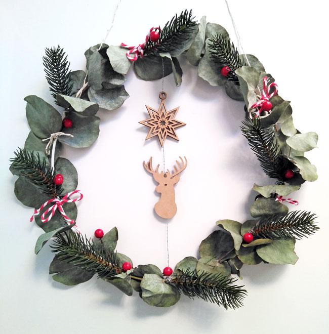 manualidad-corona-navidad-a-mano