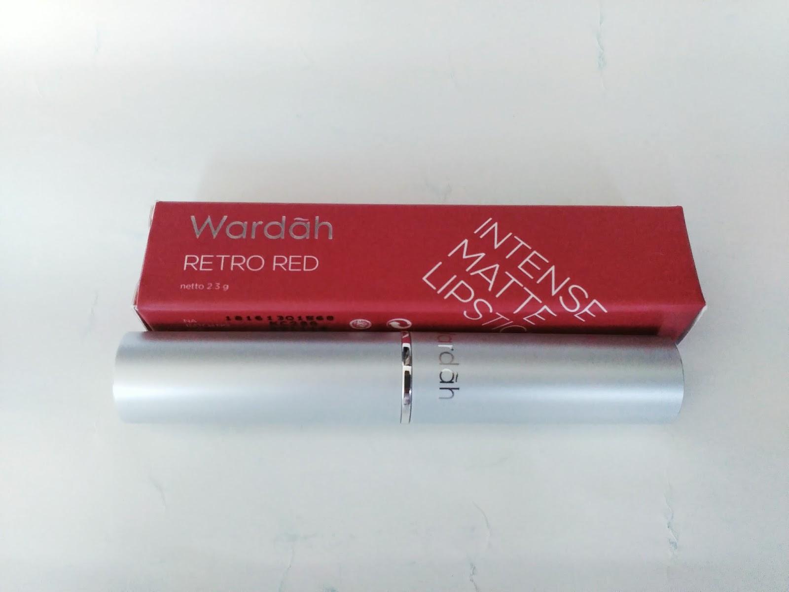 Karena koleksi warnanya yang cocok dengan skin tone dan harganya yang murah dengan kualitas yang bagus Saya setiap hari pakai matte lipstick Wardah