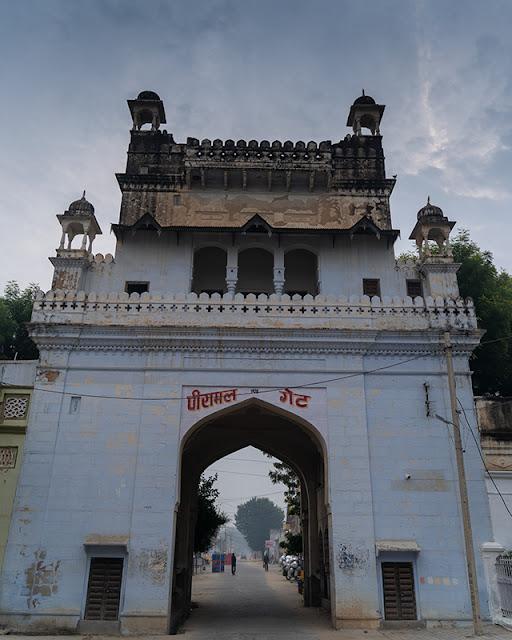 piramal haveli, shekhavati, rajasthan, gate, neemrana hotel