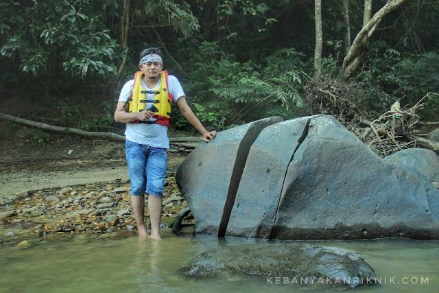 Foto uniknya Batu Bolah kenegerian Desa Batu Songgan Kampar Kiri Hulu