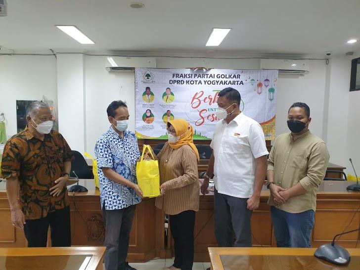 Cleaning Service, Satpam, Hingga Pers Dapat Bantuan Fraksi Golkar Kota Yogyakarta