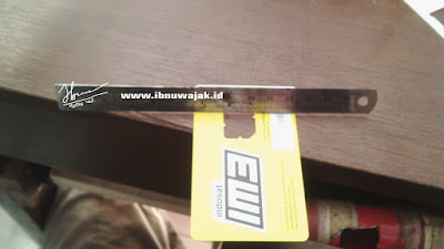 holder Smartphone dari Kartu Pedana Bekas