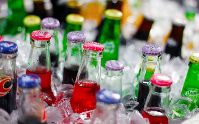 Δείτε το απίστευτο «κόλπο» για να παγώσετε αναψυκτικά και μπύρες σε μόλις 2′ (Βίντεο)