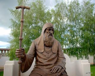 Памятник Святителю Иову на территории монастыря.