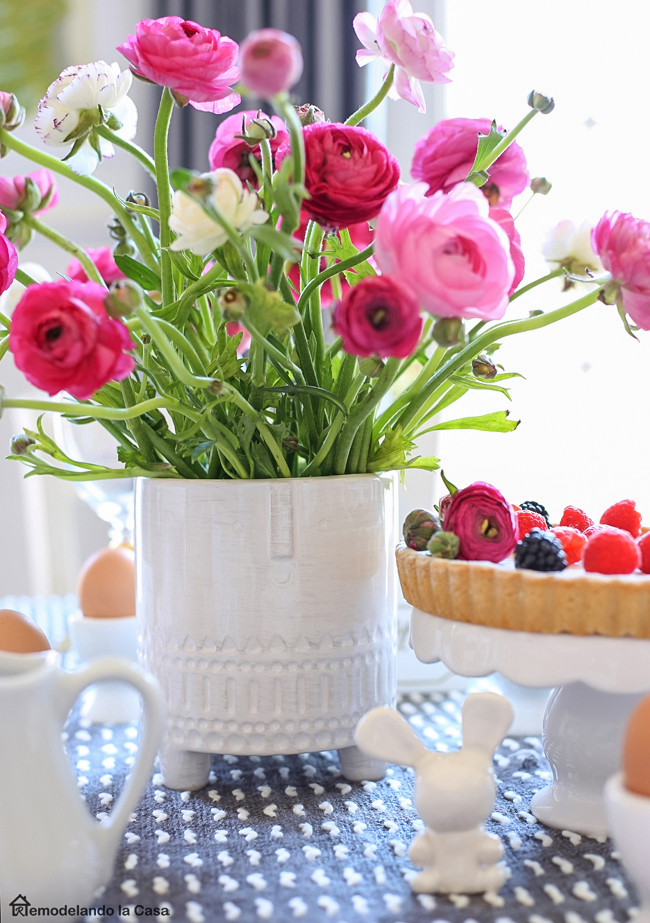 A beautiful Easter table in Pink and gray