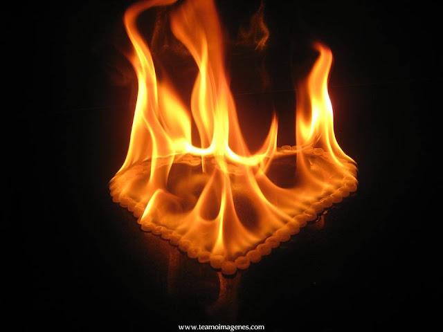 Fondos de pantalla de corazones quemandose