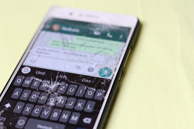 كيف تستعيد الصور والملفات من الهواتف المكسورة الشاشة؟