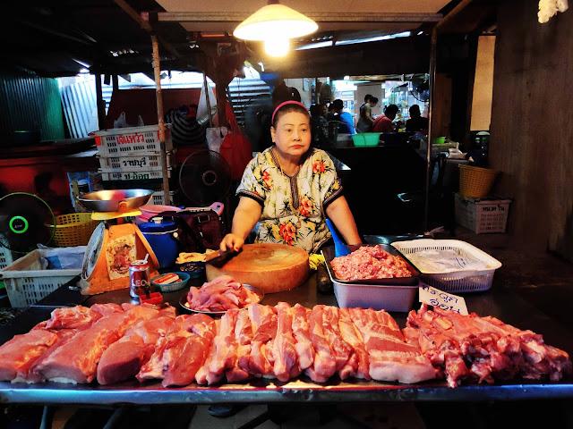 Shop at Maeklong Market One Day in Bangkok