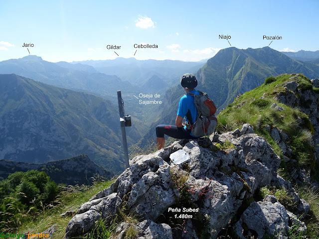 Disfrutando de la vistas en Peña Subes
