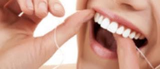 Flossing untuk menghilangakan karang gigi