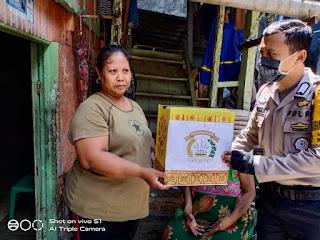 Unit Binmas Polsek Wajo Rutin Kunjungi dan Berbagi Sembako ke Warga Kurang Mampu