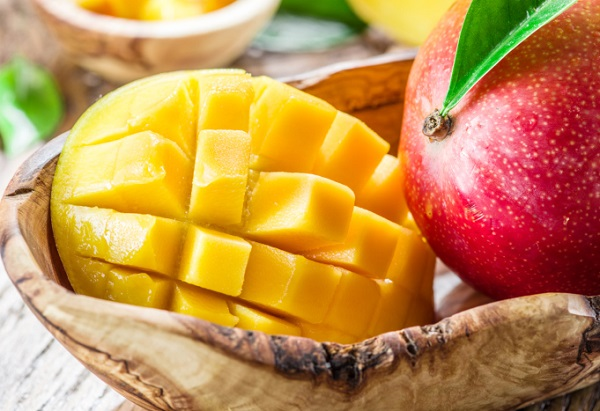 What are the benefits of mango for oily and dry skin
